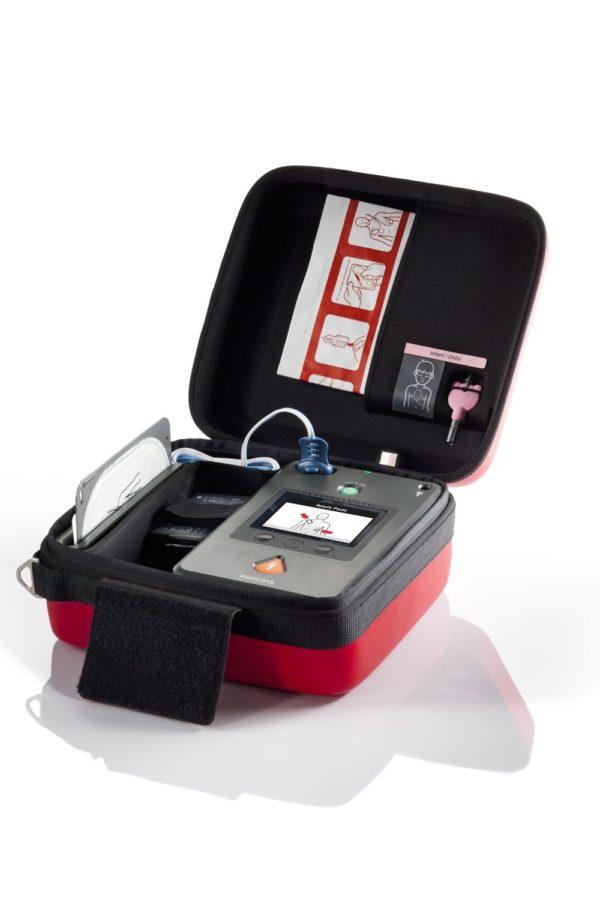Philips HeartStart FR3 mit Zubehör wird mit einem Notfallkoffer platzsparend verstauen.