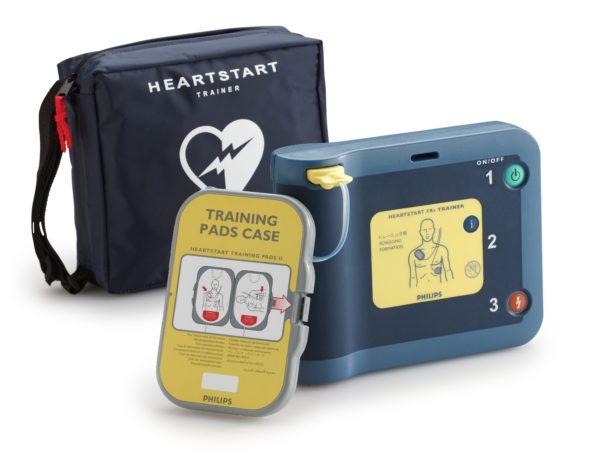 Philips HeartStart FRx Defibrillator hat einem Trainingsmodus. Die Training-Pads werden zur Simulation eines Notfalls eingesetzt und ermöglichen ein realitätsnahes Erste-Hilfe-Training.
