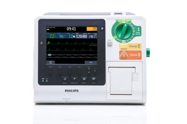 Der Philips HeartStart XL+ ist ein Defibrillator der eine umfangreiche Patientenüberwachung ermöglicht. Ein großes Farbdisplay zeigt die Vitalparameter-Kurven an.