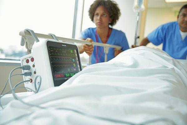 Philips Efficia CM100 (Artikelnummer: 863300) zum Einsatz am Patientenbett.