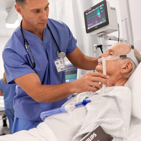 Die Nasenbrille/Nasenkanüle Philips AC611 wird zur Sauerstoff-High-Flow-Therapie verwendet.