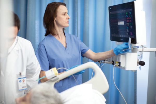 Der Patientenmonitor IntelliVue MX750 unterstützt die Identifikation durch RFID.