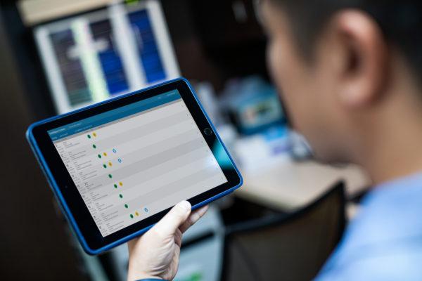 867172-Der Philips HeartStart Intrepid kann per Knopfdruck Daten über die Intellispace-Connect-Schnittstelle an die elektronische Patientenakte des Krankenhauses schicken.
