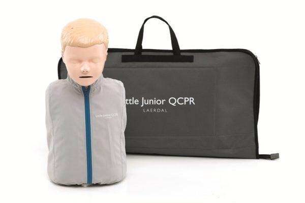 128-01050-Das CPR-Trainingsmodell Little Junior QCPR wird mit einer Tasche geliefert.