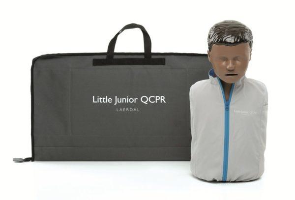 Das Übungsmodell Laerdal Little Junior QCPR gibt es auch mit schwarzer Hautfarbe.