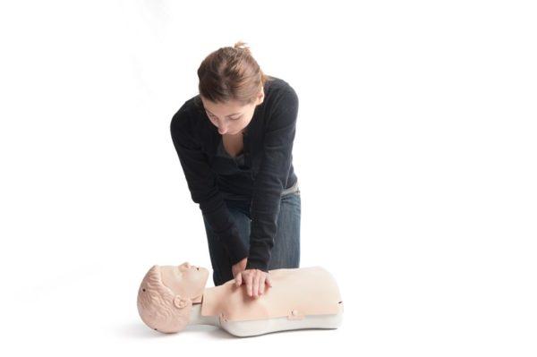 18002050 - Mit dem Lardal Little Junior kann die Herzdruckmassage am Modell eines Kindes trainiert werden.